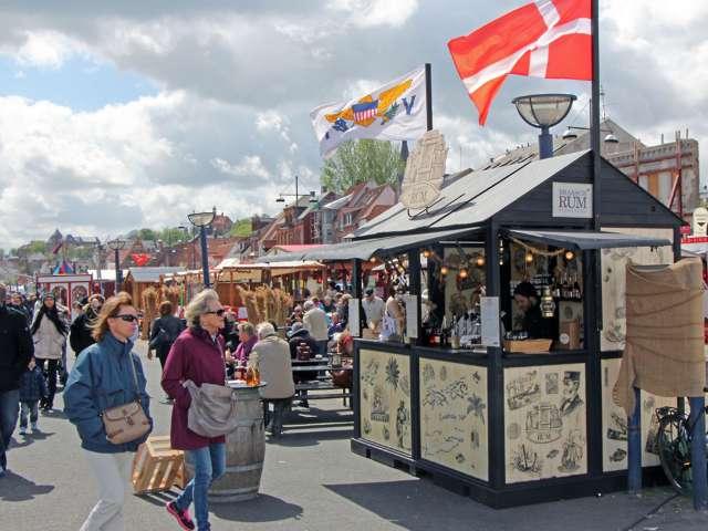 Stadig den dag i dag møder man rom og et af de sidste traditionelle romhuse i byen i Flensborgs gadebillede