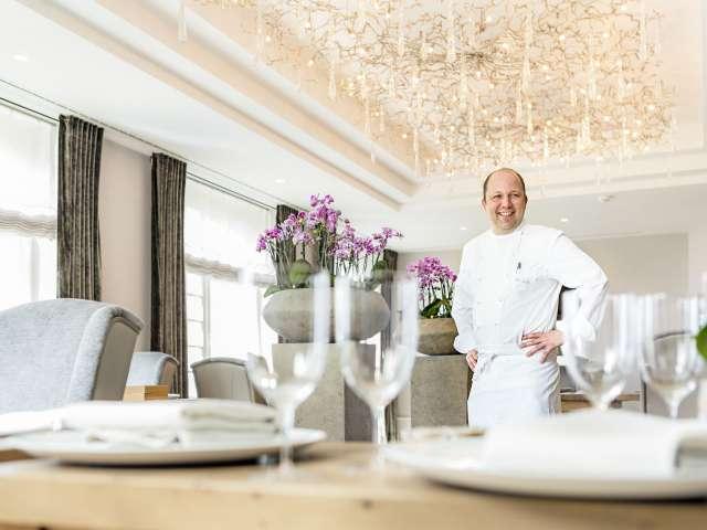 Stjernekok Dirk Luther i sin restaurant Meierei Dirk Luther på Vitalhotel Alter Meierhof ved Flensborg