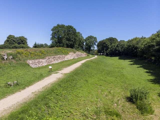Valdemarsmuren og museumsstien på Danevirke Museum ved Slesvig