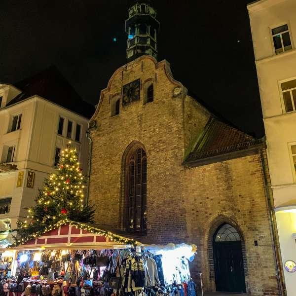 Den danske Helligåndskirke i Flensborg i juletiden set udefra