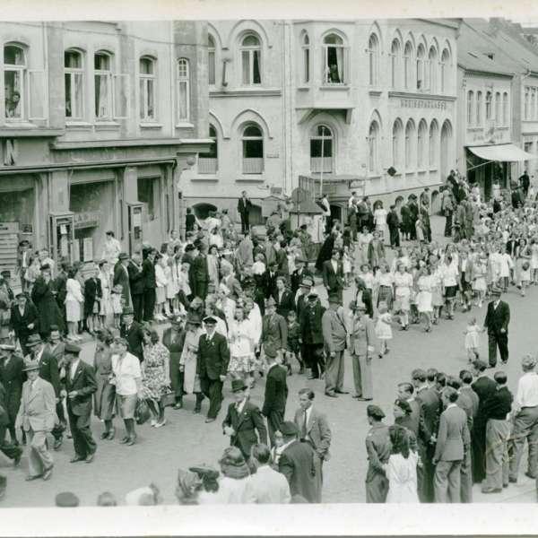Årsmødeoptog gennem Slesvigs gader i 1945