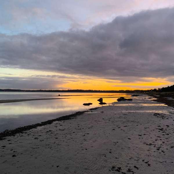 Solnedgang ved stranden på halvøen Holnæs (Holnis) ved Lyksborg (Glücksburg)