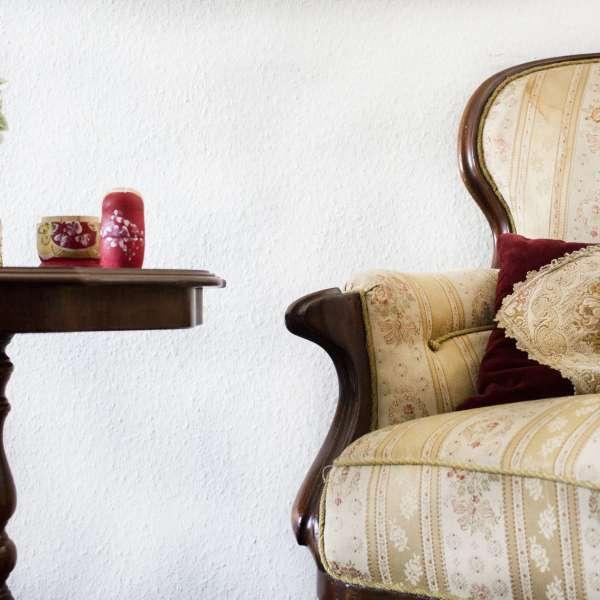 Antikke møbler i rummet hvor røveriet har fundet sted i Mystery House Flensborg