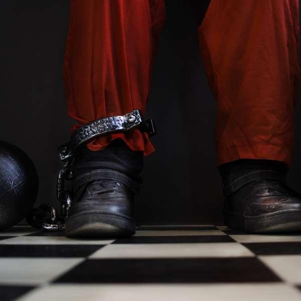 Fange med jernkugle bundet til benet i Mystery House Flensborg