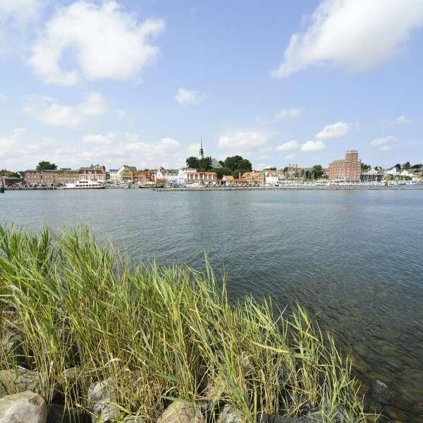Byvandringen fokuserer på de maritime seværdigheder i Kappel. På billedet ses havnekvarteret fra den anden side af Slien.