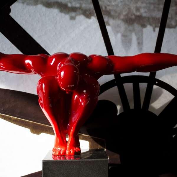 Skulptur i bomberummet i Mystery House Flensborg