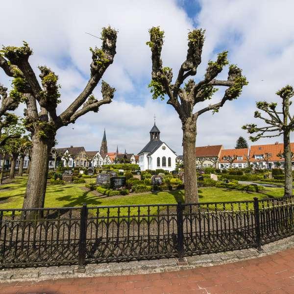 Kirkegården i Slesvigs historiske kvarter Holmen er en af de smukkeste seværdigheder i byen.