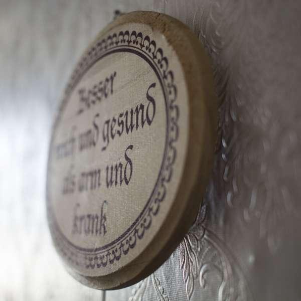 Skilt på væggen under røveriopgaven i Mystery House Flensborg