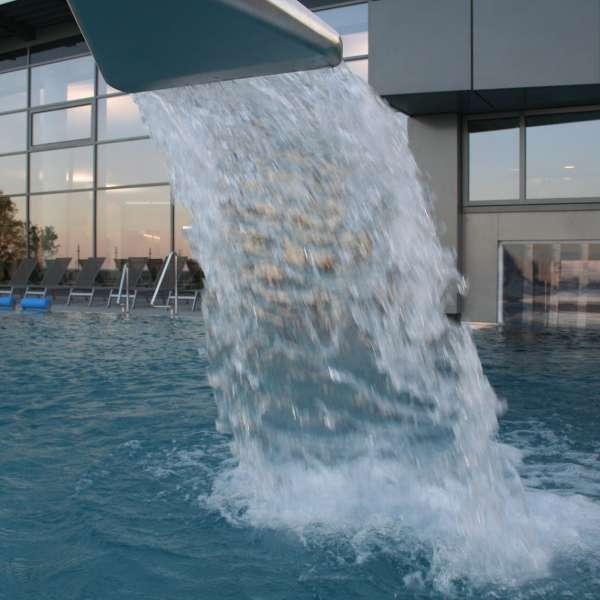Vandfald i oplevelsesbadet Entdeckerbad på Ostsee Resort Damp
