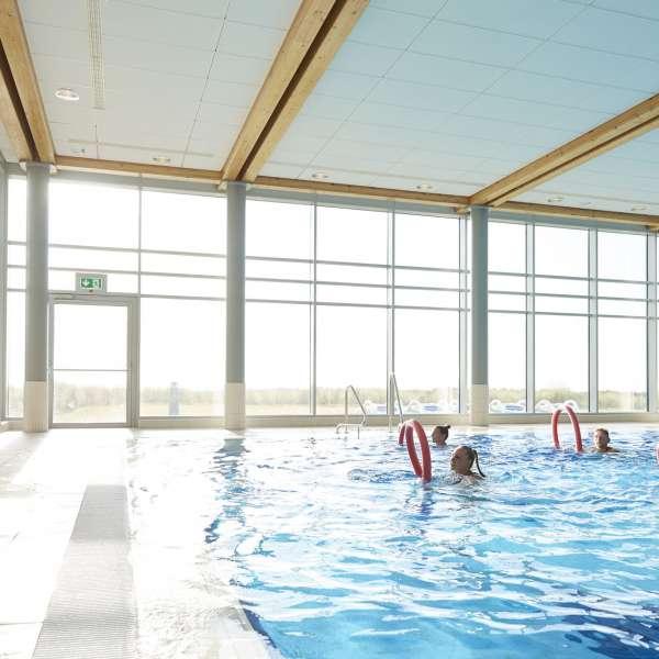 Vandgymnastik i forlystelsesbadet Sylter Welle i Vesterland på Sild