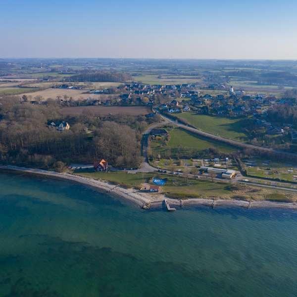 Luftbillede af stranden ved Vesterskov, nabostranden til Langballeå