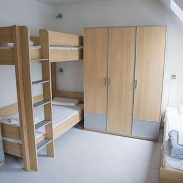 Tre-mands-værelse i hovedbygningen på Spejdergården Tydal i Eggebæk