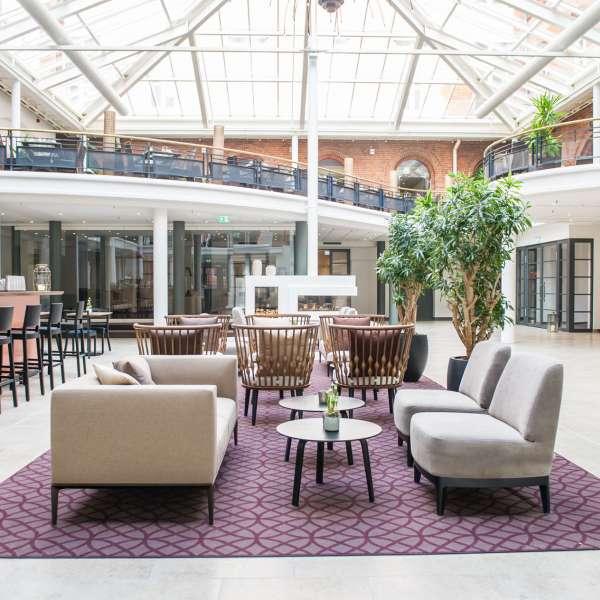 Atrium og lobby på Hotel Alte Post i Flensborg