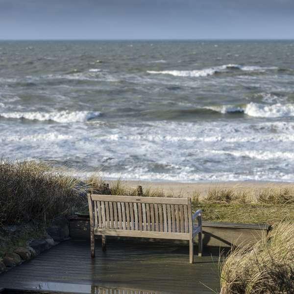 Bænk på terrassen ud til havet på Dorint Söl'ring Hof i Rantum på Sild