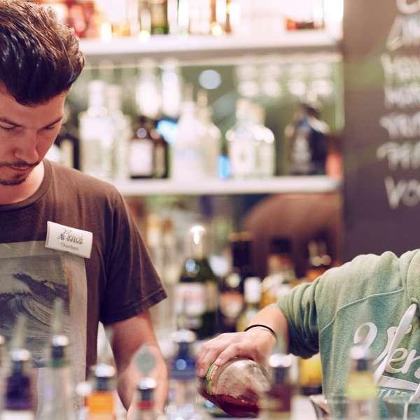Bartendere i baren på Beach Motel - Hotel i St. Peter-Ording