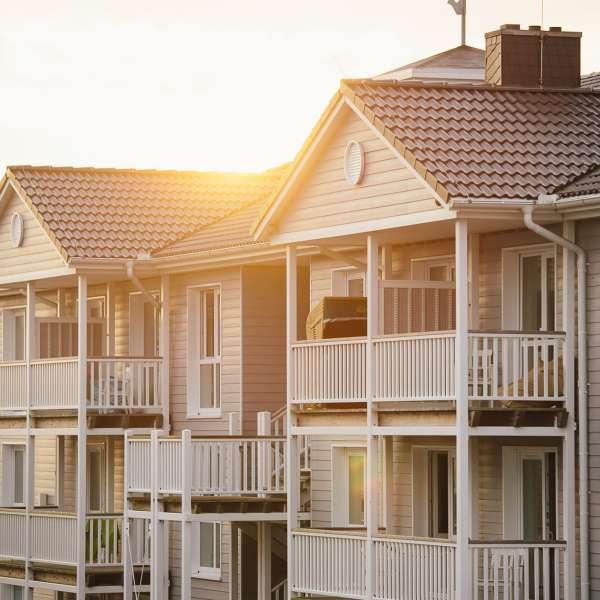 Beach Motel - Hotel i St. Peter-Ording set udefra i solnedgangen