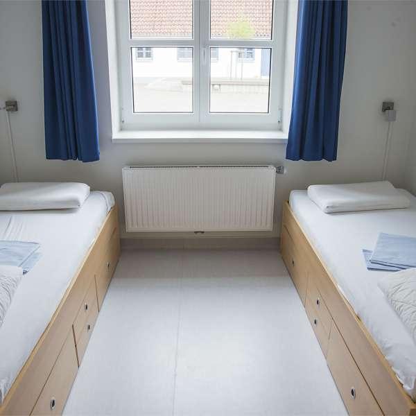 Dobbeltværelse i hovedbygningen på Spejdergården Tydal i Eggebæk