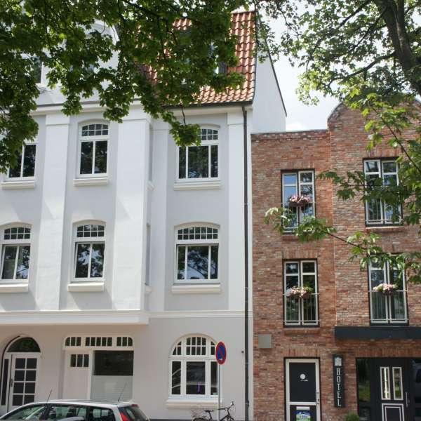Hotel 1690 i Rendsborg set fra den anden side af gaden
