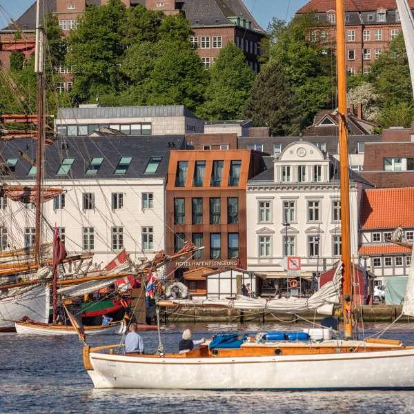Hotel Hafen Flensburg i Flensborg set fra havnen