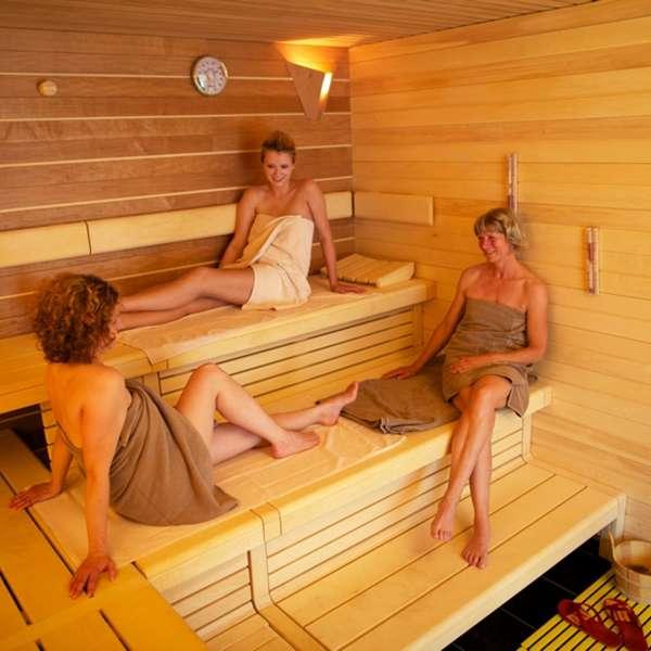 Hotelgæster nyder saunaen på Hotel Waldschlösschen i Slesvig