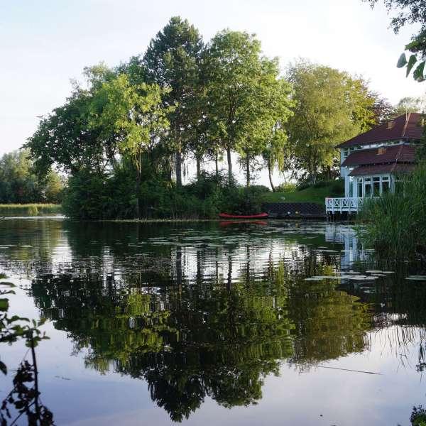 Jaruplund Højskole ved Flensborg set fra søsiden
