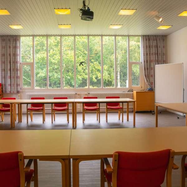 Kursuslokale med hesteskoopstilling på lejrskole- og kursuscentret Christianslyst ved Sønderbrarup