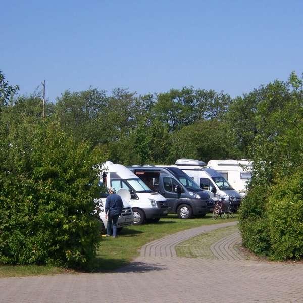 Standpladser til autocampere på campingpladsen meerGrün Campingpark Olsdorf i Sankt Peter-Ording