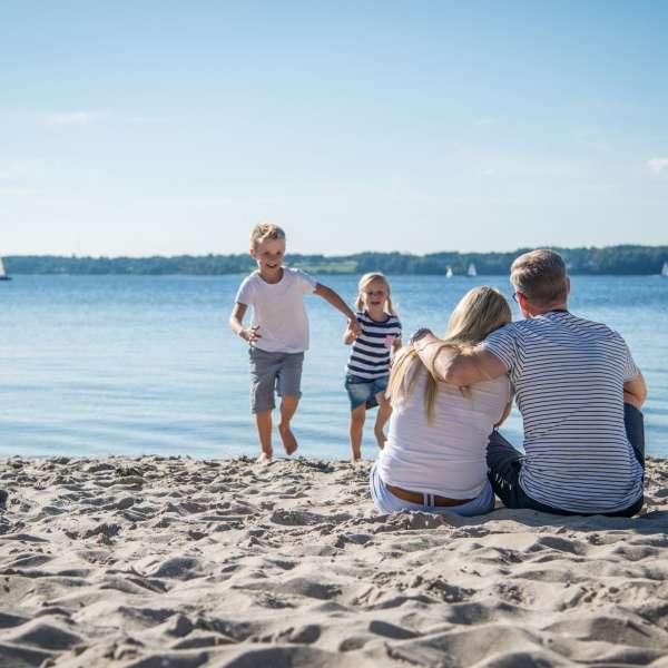 Stranden i Lyksborgs bydel Sandvig lige udenfor hotellet