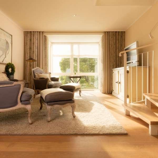 Stuen i Fjord-Maisonette-Suite på Vitalhotel Alter Meierhof i Lyksborg