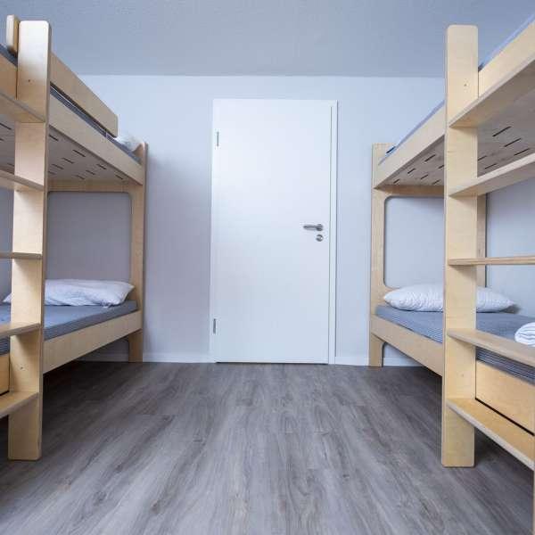To køjesenge på flersengsværelse på lejrskolen Skipperhuset i Tønning