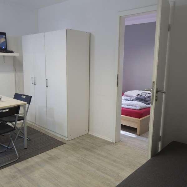 Værelse med opholdsrum på Flensbed Hostel and Boardinghouse i Flensborg