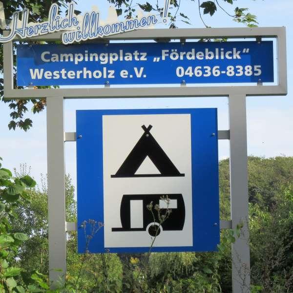 Velkomstskilt ved indkørslen til Campingplatz Fördeblick i Westerholz