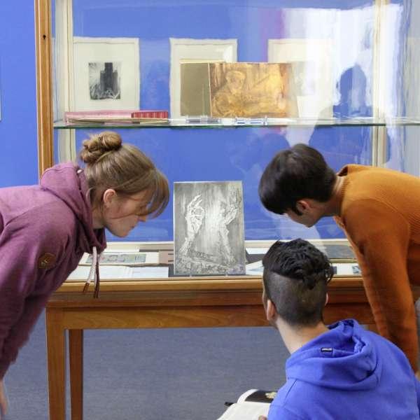 Besøgende i udstillingen på Museumsberg i Flensborg