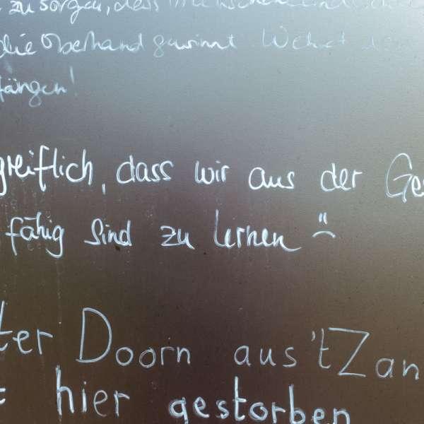 Citater fra de besøgende fra den offentlige gæstebog på KZ-Gedenkstätte Husum-Schwesing