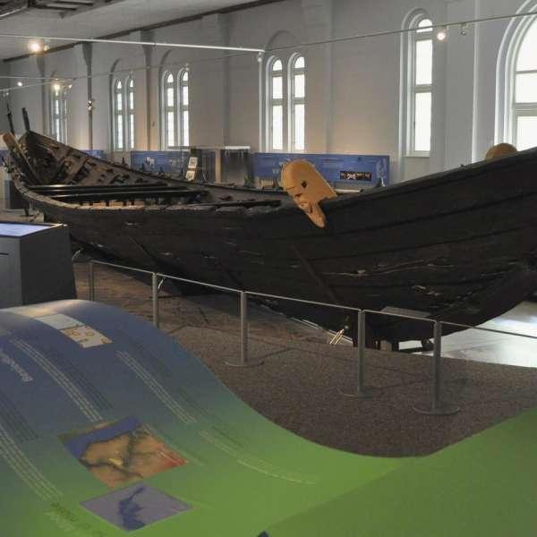 Nydambåden på Museet for Arkæologi på Gottorp Slot i Slesvig