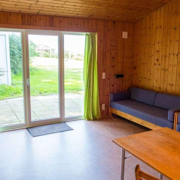 Fælleslokale på en af hytterne på Mikkelberg - Nordisk center for kunst og cricket i Hatsted