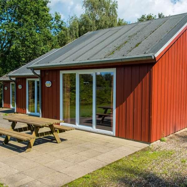 Hytterne på Mikkelberg - Nordisk center for kunst og cricket i Hatsted