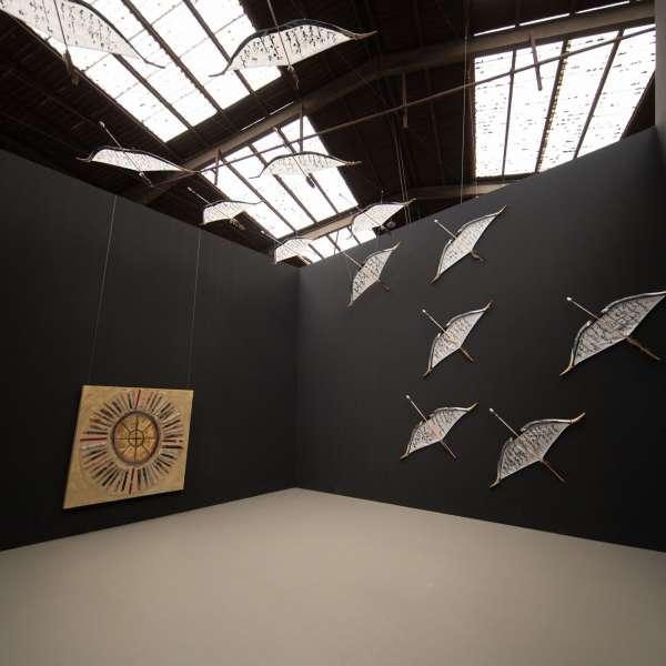 Installation af flyvende objekter på kunstudstillingen NordArt i Bydelstorp