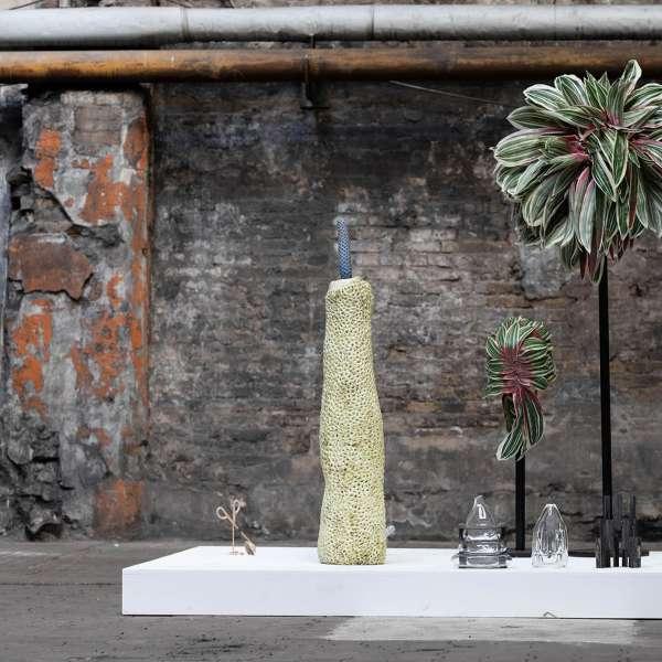 Installation med forskellige planter på kunstudstillingen NordArt i Bydelstorp