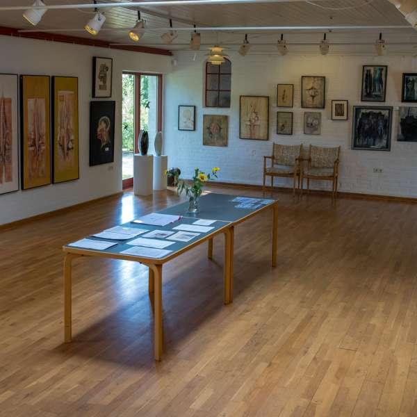 Kunstudstillingen på Mikkelberg - Nordisk center for kunst og cricket i Hatsted