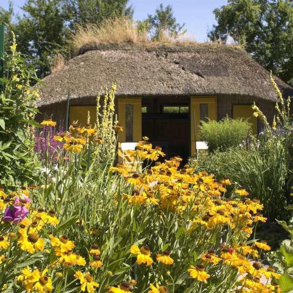 Lille havehus i museumshaven på Nolde Museum i Søbøl