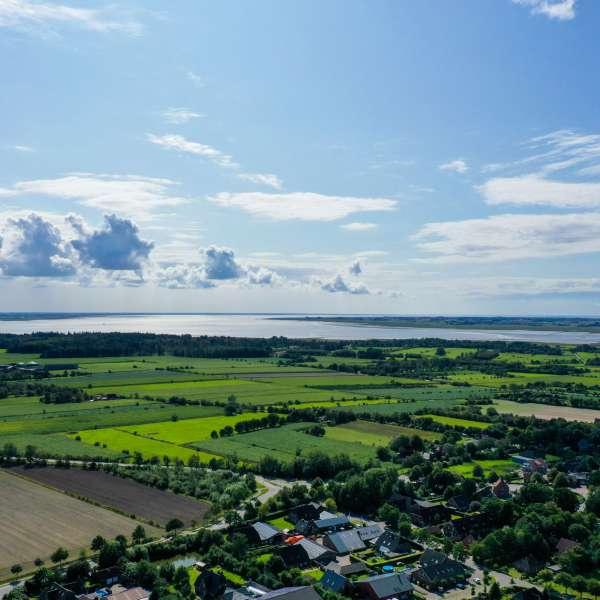 Luftbillede af Vadehavet og halvøen Nordstrand set fra Mikkelberg