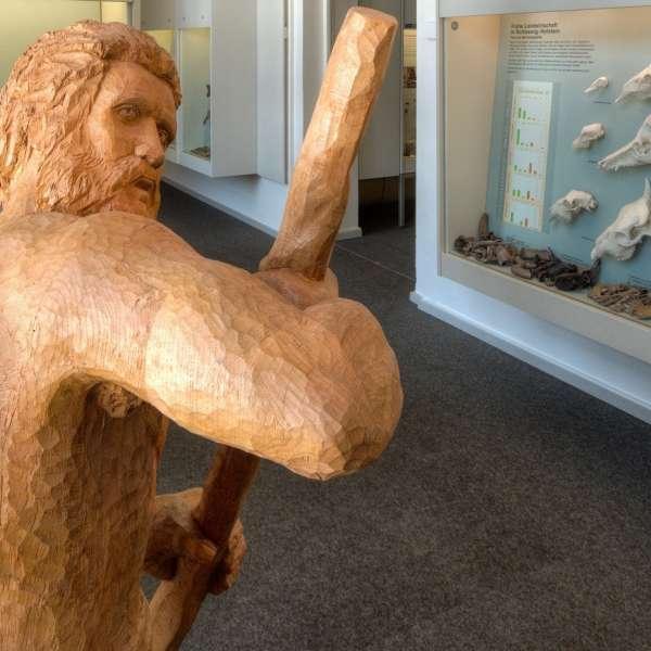 Menneskeskulptur på Museet for Arkæologi på Gottorp Slot i Slesvig