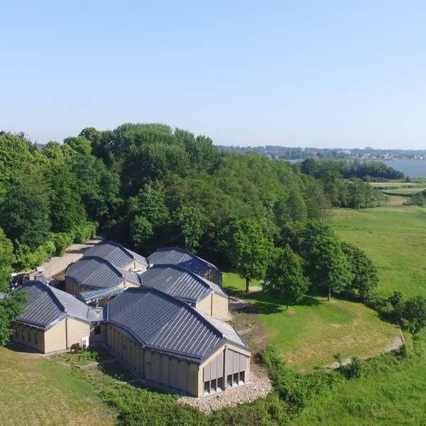 Museumsbygningen på Hedebymuseet i Slesvig fra fugleperspektiv