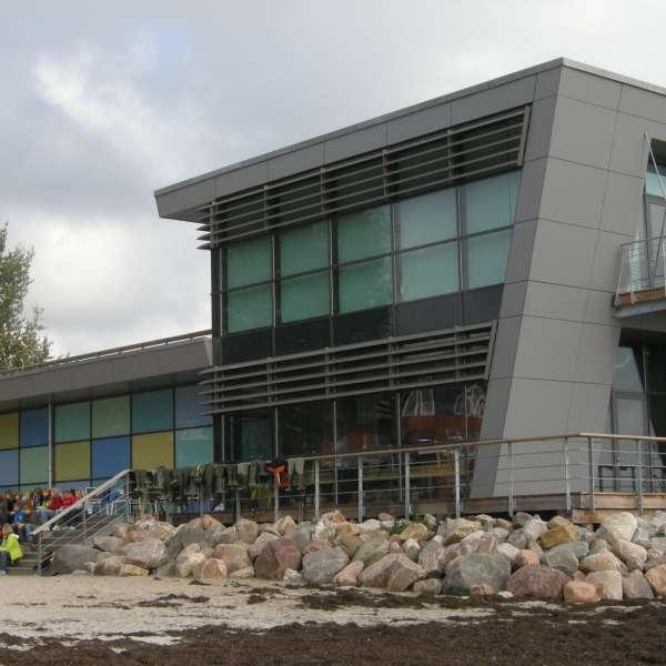 Ostsee Info-Center i Egernførde set fra stranden