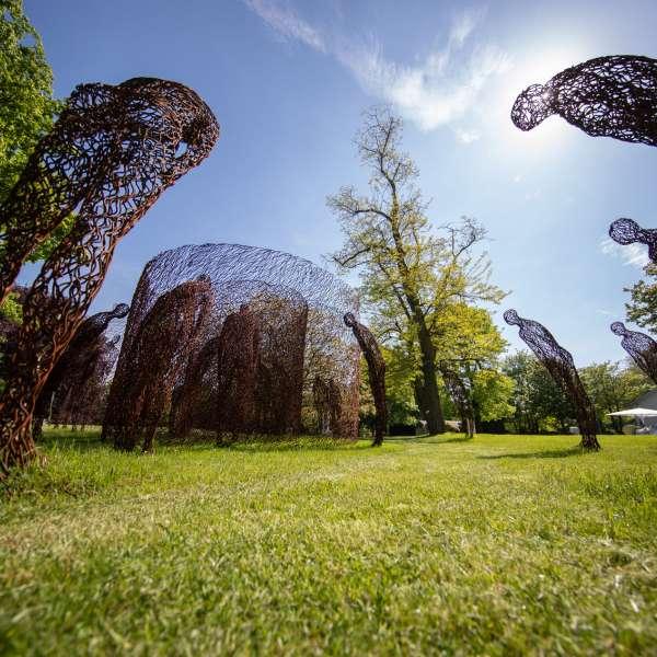 Stålinstallation i skulpturparken på kunstudstillingen NordArt i Bydelstorp