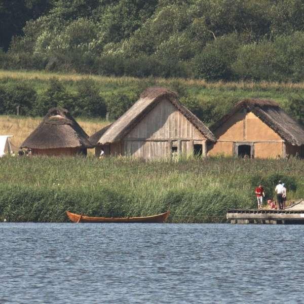De rekonstruerede vikingehuse på Hedebymuseet i Slesvig