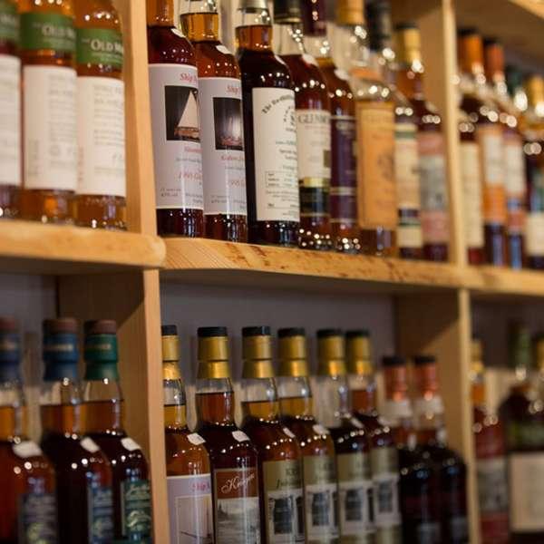 Whiskyflasker i butikken på Whisky-museet i Holtbunge ved Rendsborg