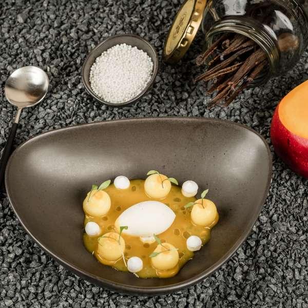 En mango-dessert på restauranten Spices by Tim Raue i ferieresorten A-ROSA på Sild