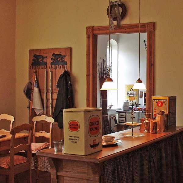 Gamle kaffedåser på Café Kranz i Nisvrå ved Gelting